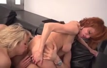 Veronica teaches Zoey how to fuck