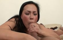 Beautiful babe squirts while fucks